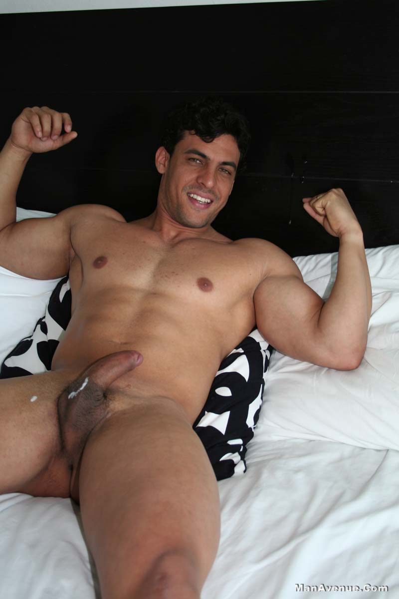 Amateur Hunk Olays With His Big Pole